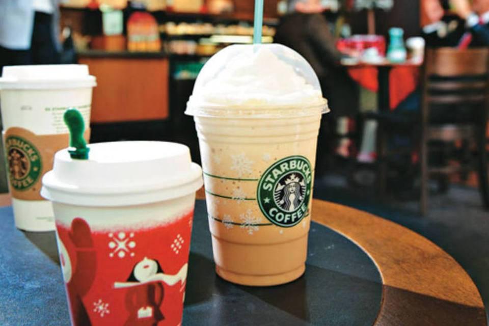 rede de cafés utiliza copos descartáveis em tempos de pandemia