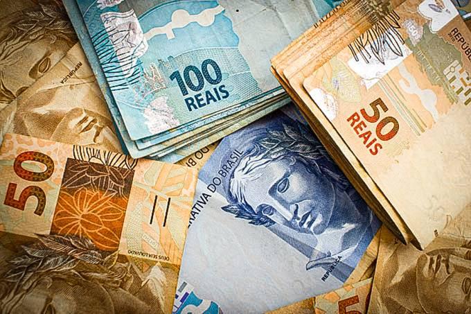deputados do RJ aprovam auxílio de até R$ 300